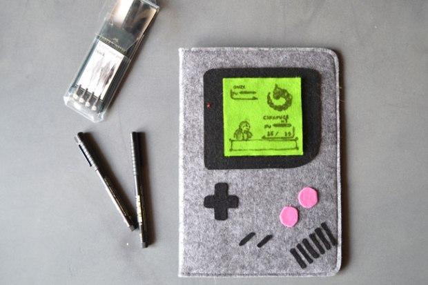 Etape 6 : Si vous êtes un dessinateur dans l'âme, armez-vous de vos meilleurs feutres fins noirs (ou mieux : vert foncé et gris) et représentez un combat de Pokemon épique ou une partie de Tetris en mode infini par exemple