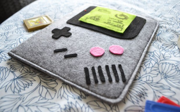 Photo-de-presentation-4-DGY3-etui-Gameboy-Robot-Paradise