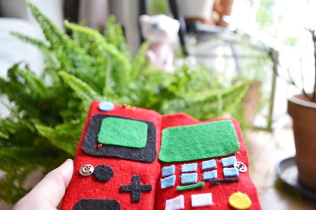 2-Do-Geek-Yourself-Porte-carte-Pokedex-Robot-Paradise