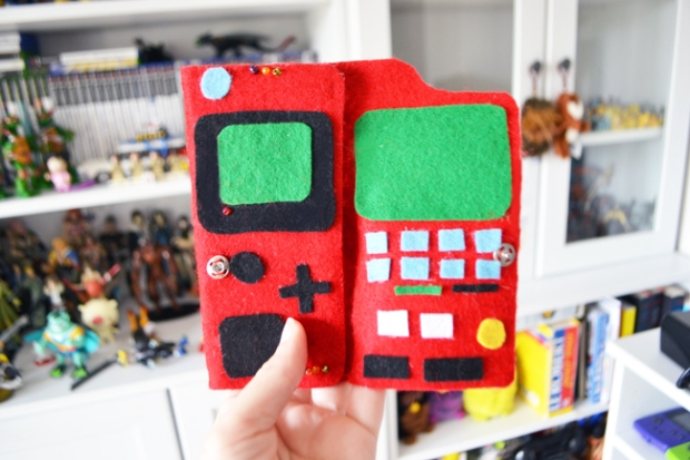 Do-Geek-Yourself-Porte-carte-Pokedex-Robot-Paradise
